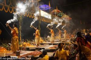 Dashashwanedh Ghat, arati