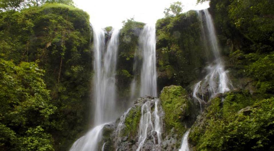 Chutes d'eau et temple d'Hathni Mata