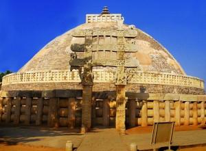 800px-Sanchi_Stupa_from_Eastern_gate,_Madhya_Pradesh