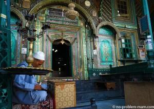 Khanqah shah-i-Hamadan Mosque, religion