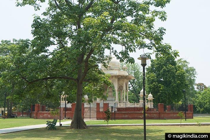lucknow Begum Hazrat Mahal