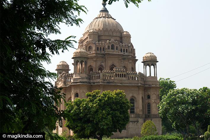 lucknow saadat Ali Khan tomb